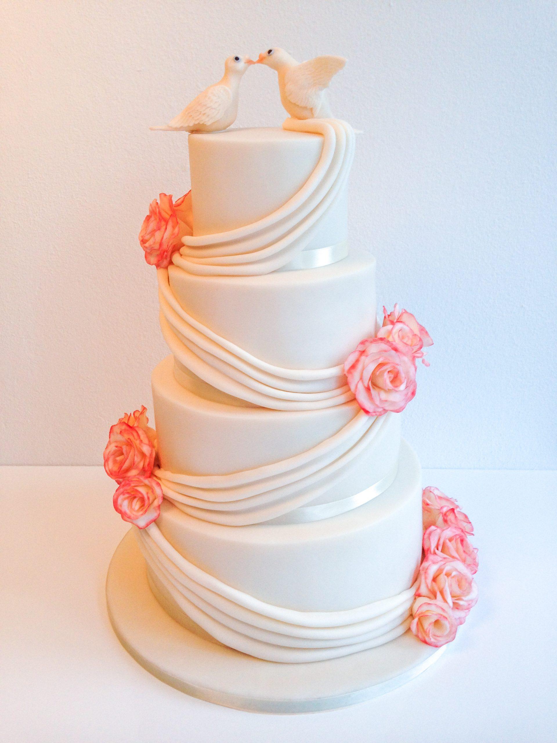 Wedding cake Ivory